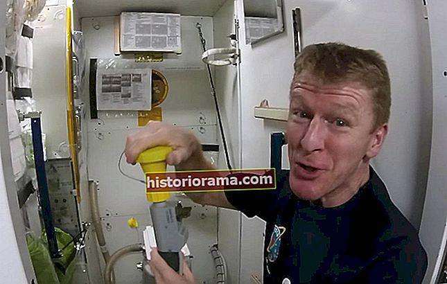 """Jak tedy fungují vesmírné toalety? Astronaut Tim Peake odpovídá na """"velkou otázku"""""""