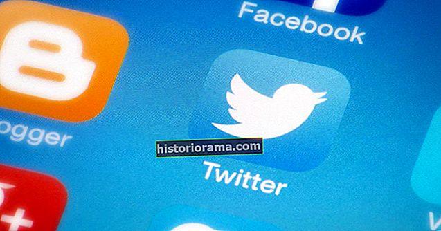 Підлітка звільняють у Twitter після лайки про свою нову роботу