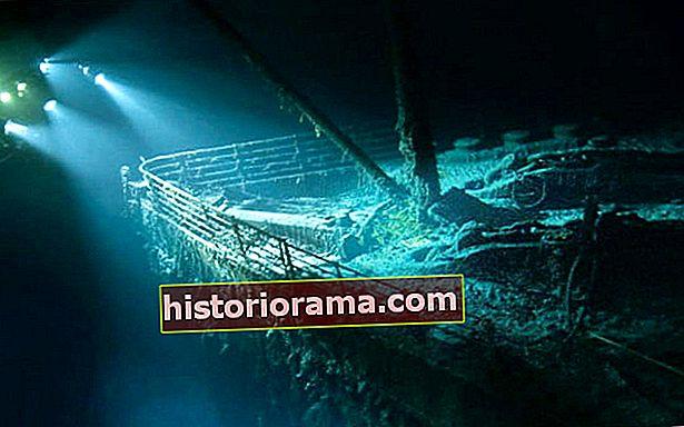 Повторно проживіть «Титанік», який тоне в режимі реального часу, через Twitter